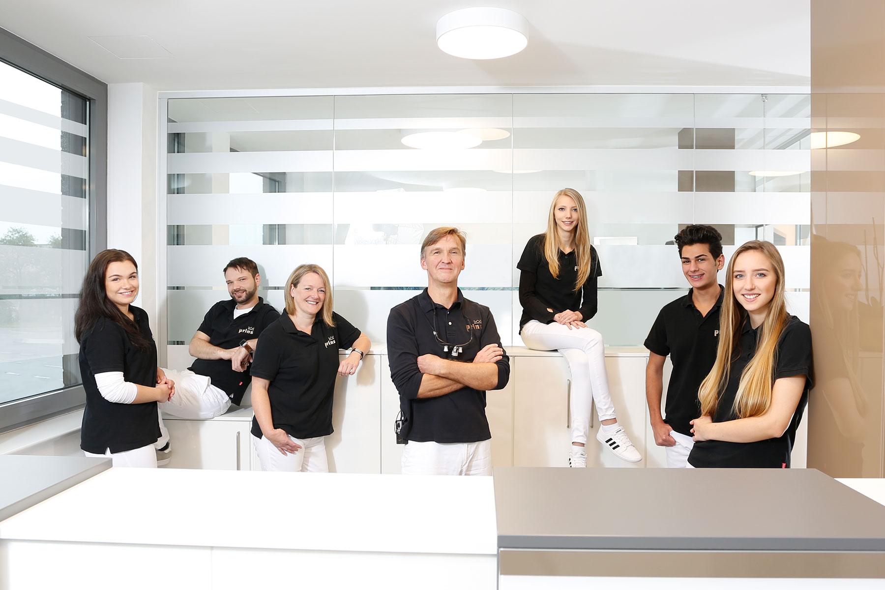 Uwe Prins, Zahnarzt Langenhagen, und sein Team