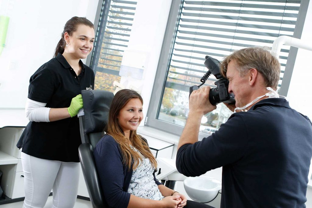 Ästhetisch schöne Zähne dank Behandlung bei Zahnarzt Langenhagen