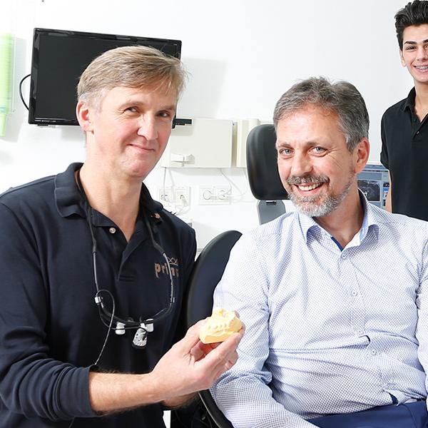 Passender Zahnersatz Langenhagen – dieser Patient hat ihn gefunden