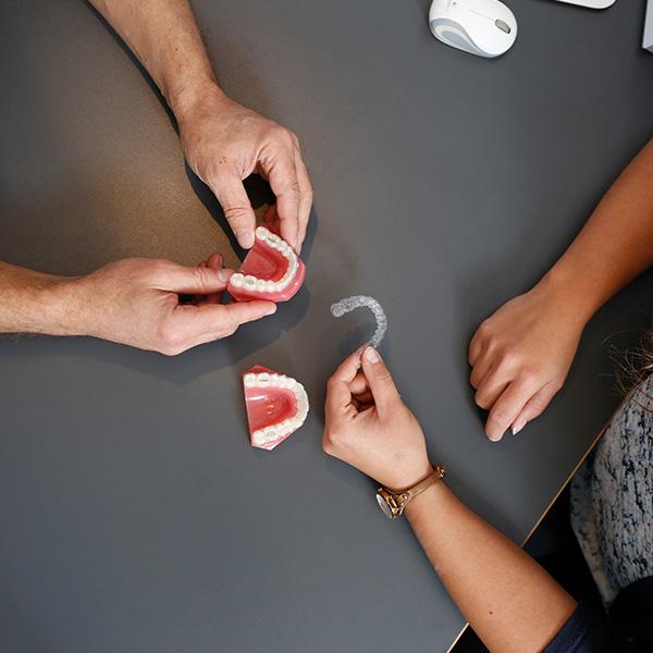 Unsichtbare Zahnschienen Langenhagen für Zahnkorrektur
